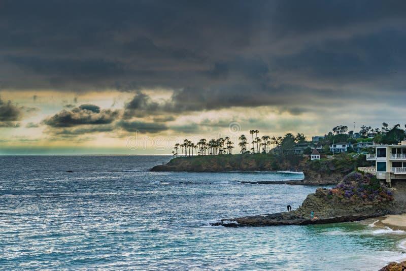 Solnedg?ng p? Laguna Beach arkivfoton