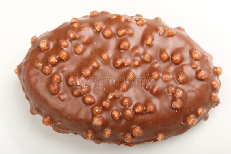 Solo caramelo de chocolate con el cereal de Krispies del arroz en un blanco fotos de archivo libres de regalías