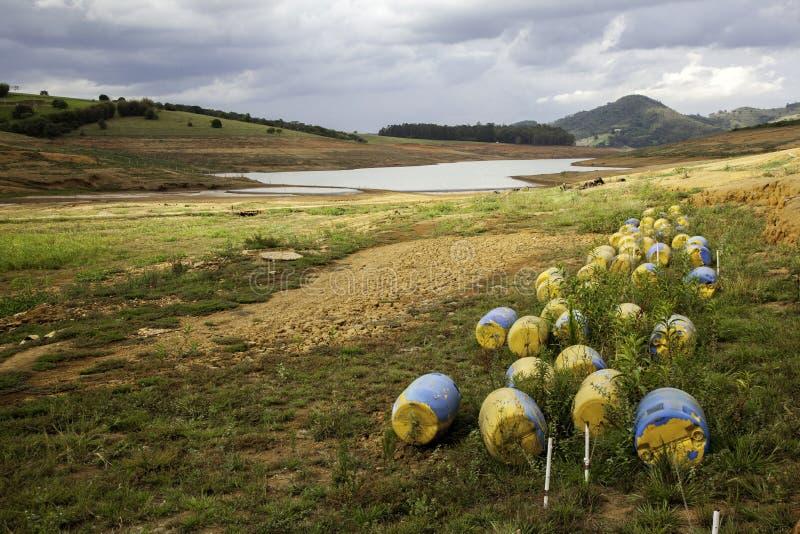 Solo da seca na represa brasileira do cantareira imagens de stock royalty free