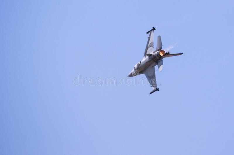 Solo de oorlogsvliegtuig van Turk op een demonstratievlucht royalty-vrije stock afbeelding