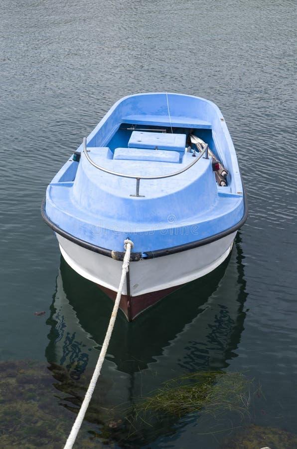 Solo pequeño barco de rowing plástico imágenes de archivo libres de regalías