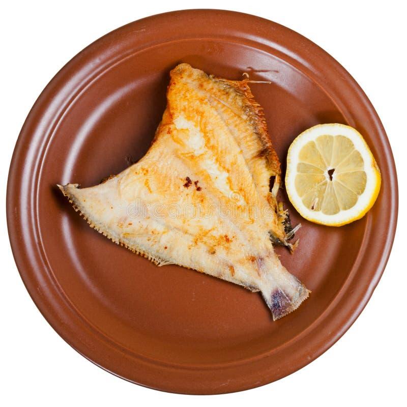 Solo pesce fritto sul piatto marrone fotografia stock