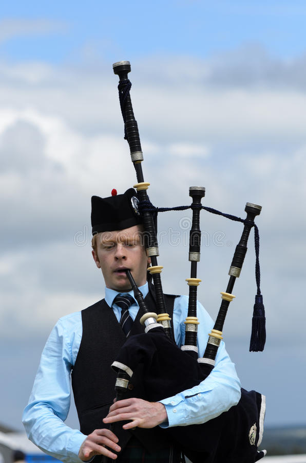 Download Solo Piper editorial photography. Image of player, bagpiper - 21448602