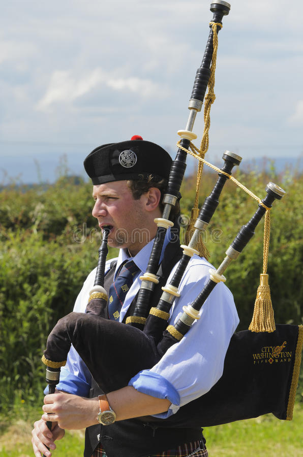 Download Solo Piper editorial stock photo. Image of scotsman, people - 21448633