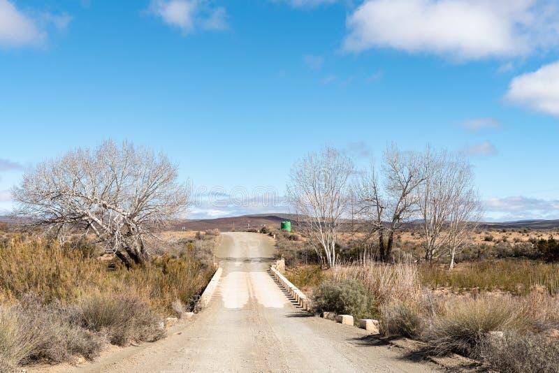 Solo puente del camino del carril entre Fraserburg y Sutherland fotografía de archivo