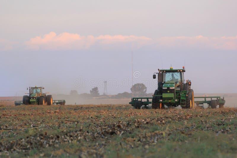 Solo que rasga-se em um campo em África do Sul foto de stock royalty free