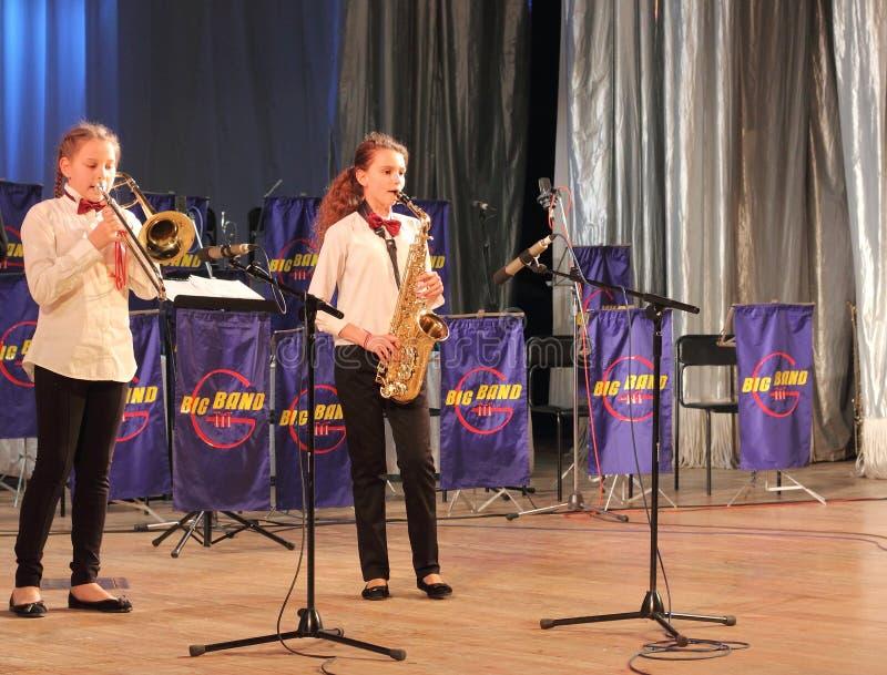 Solo saksofon i trąbki obrazy stock