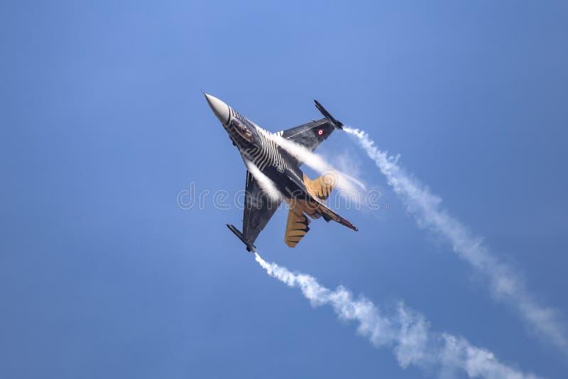 Solo- Turk Air Aerobatics Show in Teknofest Istanbul lizenzfreie stockbilder