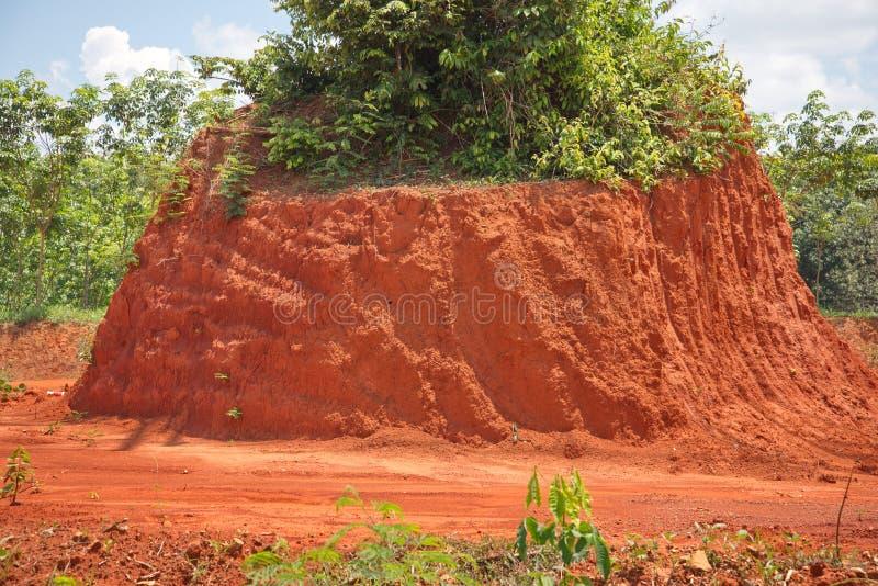 Solo vermelho para a estrada ou o tijolo de construção fotografia de stock