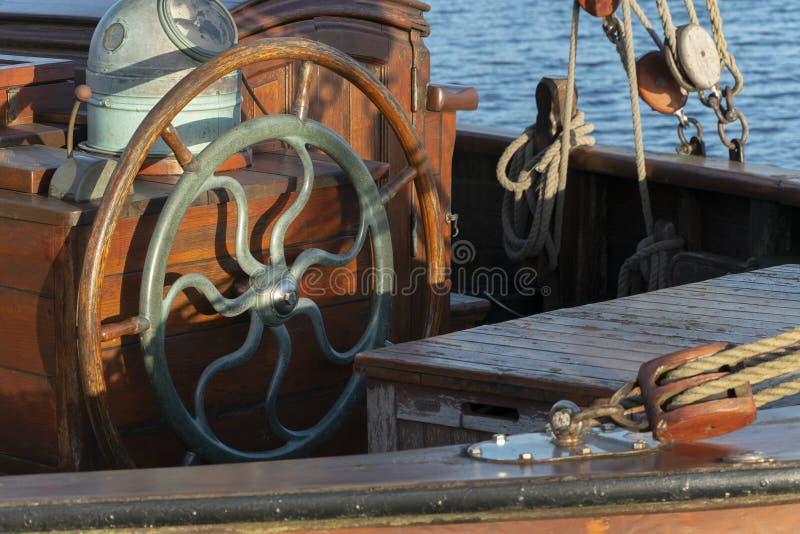Solo volante de madera imagen de archivo libre de regalías