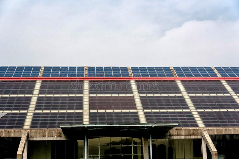 Solor-Energiegebäude stockbild