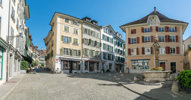 Solothurn, ΕΤΣΙ/Ελβετία - 2 Ιουνίου 2019: ιστορική παλαιά κωμόπολη στην ελβετική πόλη Solothurn με μια άποψη του Αγίου George στοκ φωτογραφίες