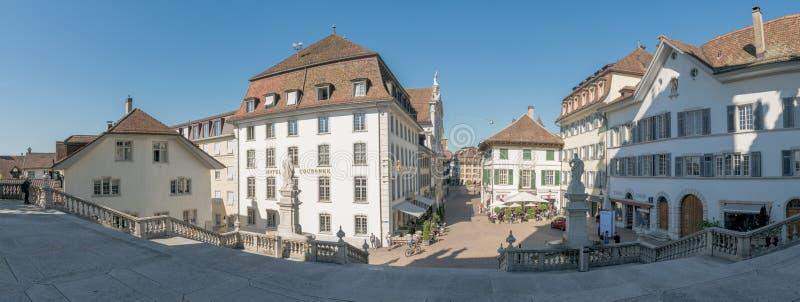 Solothurn, AINSI/Suisse - 2 juin 2019 : vieille ville historique dans la ville suisse de Solothurn avec vue sur le Hauptgasse prè images libres de droits