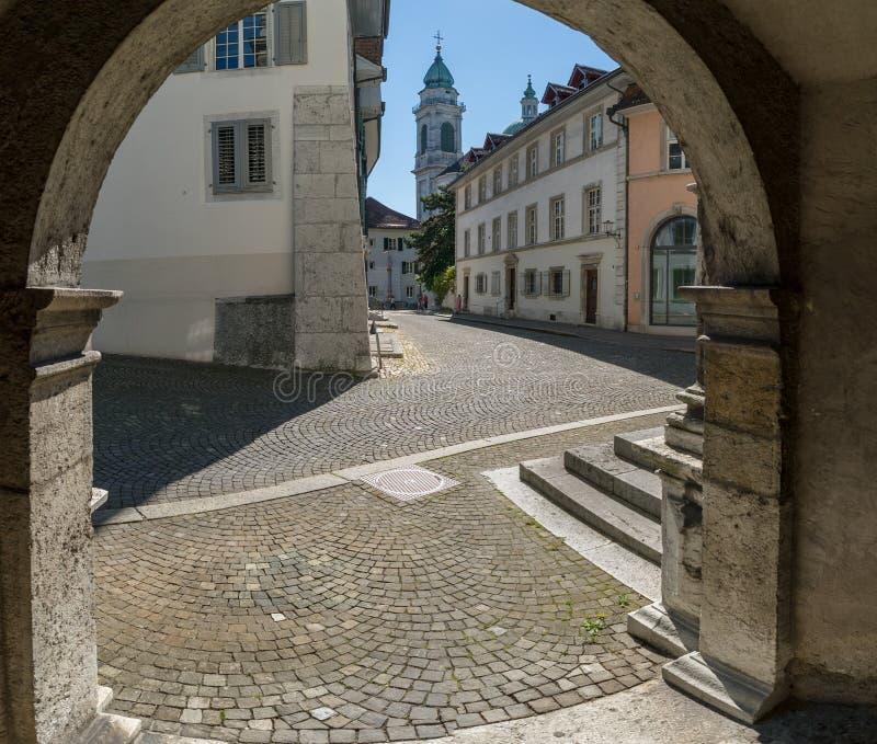 Solothurn, AINSI/Suisse - 2 juin 2019 : vieille ville historique dans la ville suisse de Solothurn avec vue sur le Rathausplatz e images libres de droits