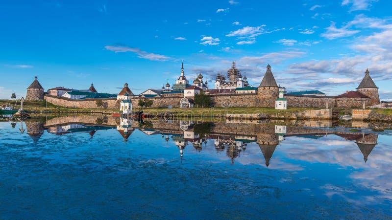 Solovetsky克里姆林宫的看法在晚上 免版税库存照片