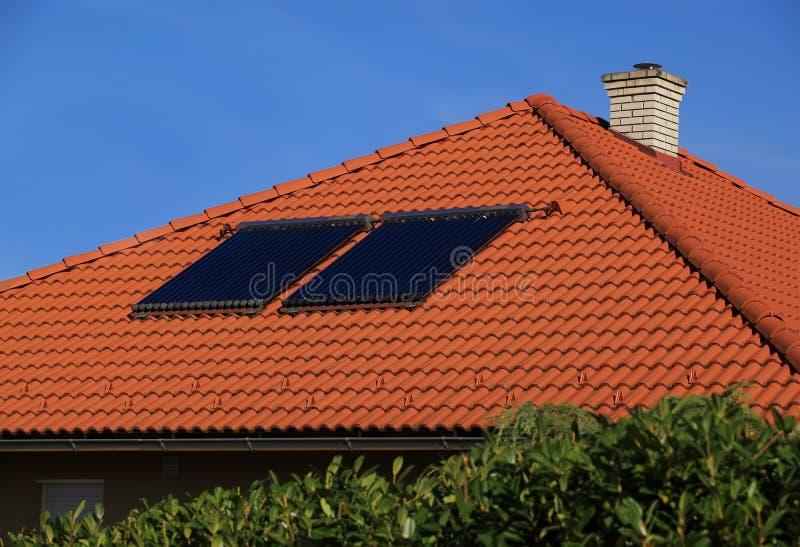 Solpanel på taket royaltyfri fotografi