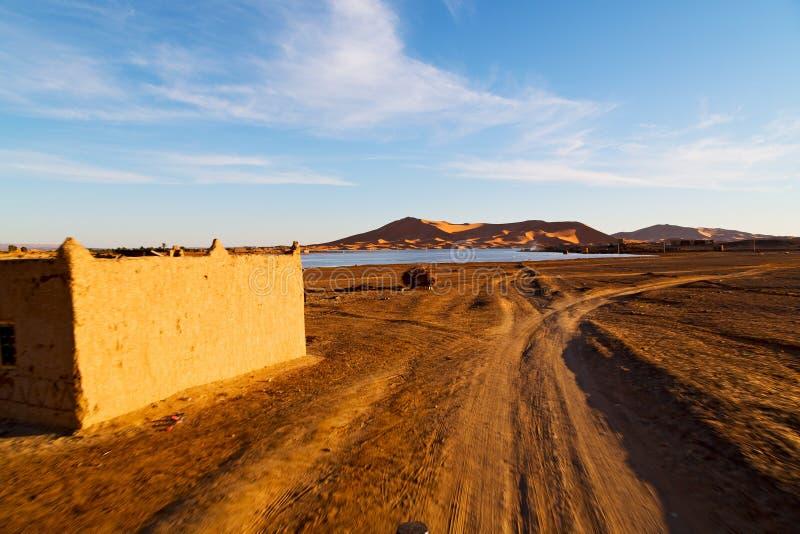 solsken i sjön Marocko och dyn fotografering för bildbyråer