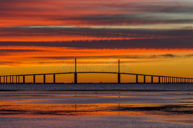 Solskenet Skyway överbryggar på soluppgången fotografering för bildbyråer