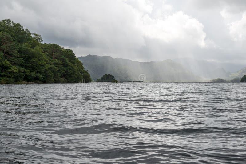 Solstrålar över den stora sjön arkivfoton