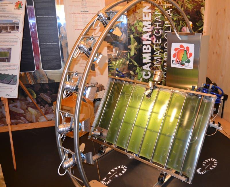 Solsystem för produktion av biomassa synlig på EXPON Milano 2015 av italienska forskare från Florence royaltyfria foton