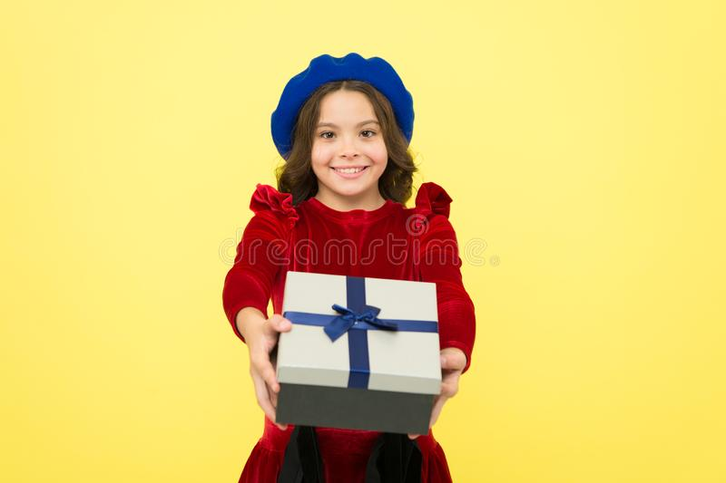 Solução de Gifting para tudo Momentos de escolher o melhor presente Comemore o anivers?rio Presente de anivers?rio do amor da cri fotos de stock