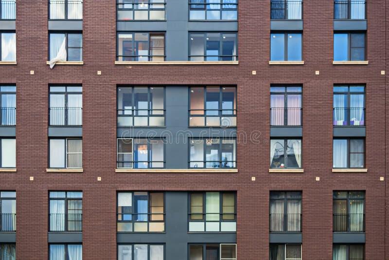 Soluções da fachada de construções residenciais novas imagens de stock royalty free