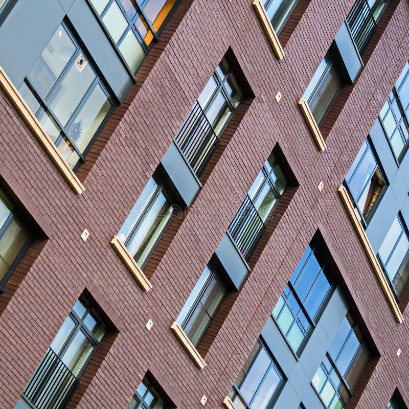 Soluções da fachada de construções residenciais novas imagem de stock