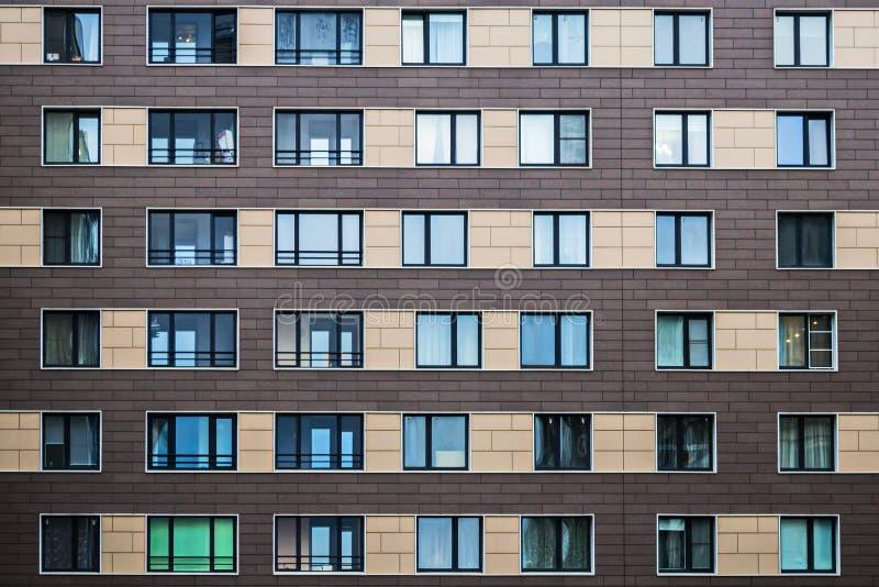 Soluções da fachada de construções residenciais novas fotografia de stock