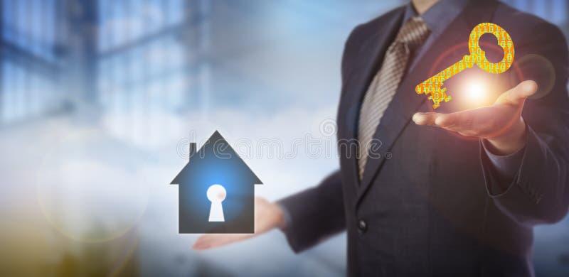 Solución de Offering Home Security del hombre de negocios fotos de archivo libres de regalías