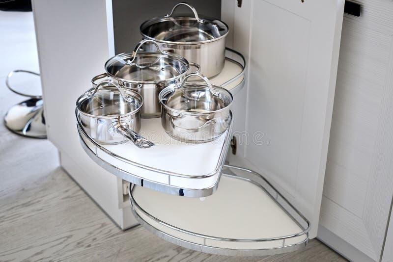 Solución Para Un Almacenamiento De La Esquina De La Cocina En Un ...