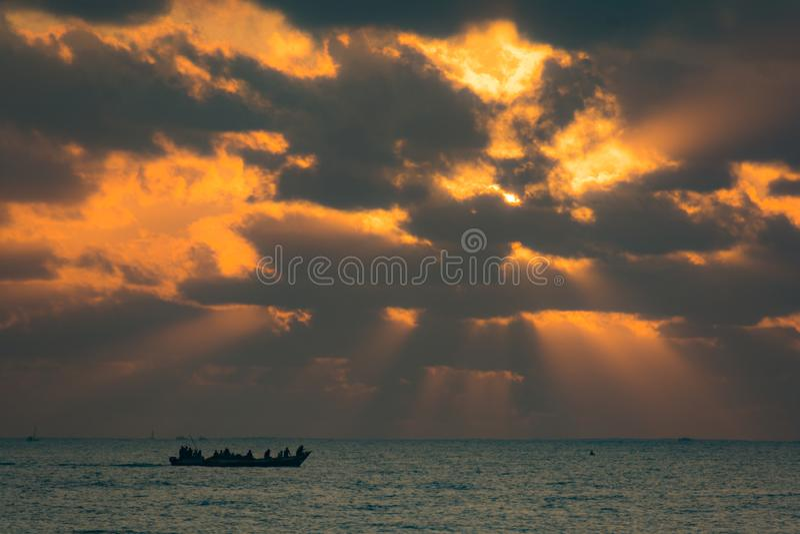 Soluppgång över Dar Es Salaam arkivbild