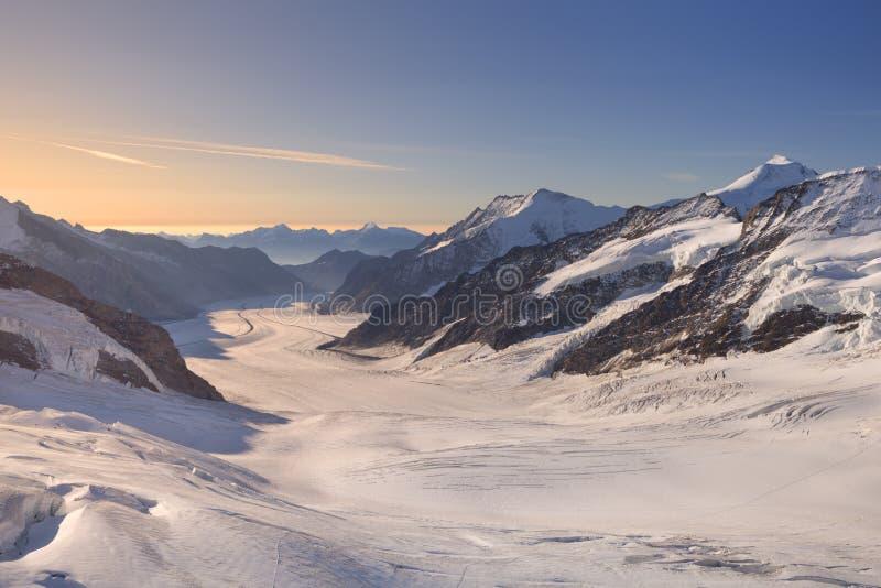 Soluppgång över den Aletsch glaciären på Jungfraujoch, Schweiz royaltyfri foto