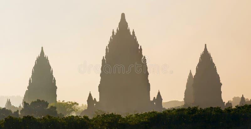 Soluppgång över den Prambanan templet, Yogyakarta, Java, Indonesien arkivfoto