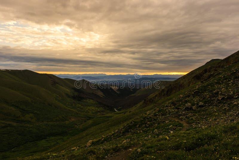 Soluppgång över det San Juan området, Colorado Rocky Mountains royaltyfria bilder