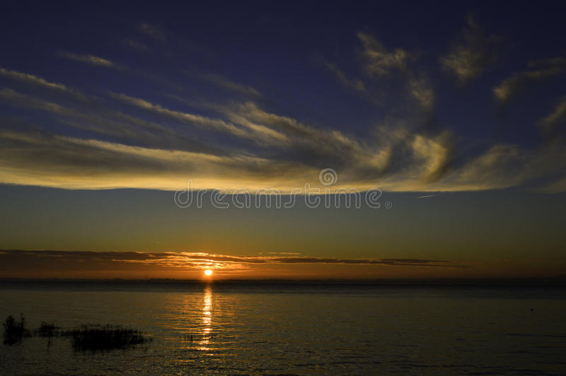 Soluppgång över floden Humber UK arkivfoton