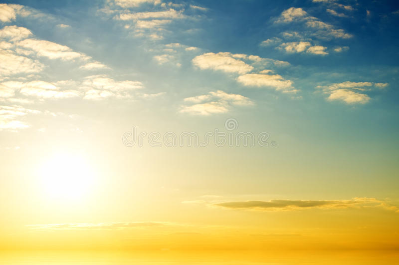 Soluppgång över Havet. Arkivfoton