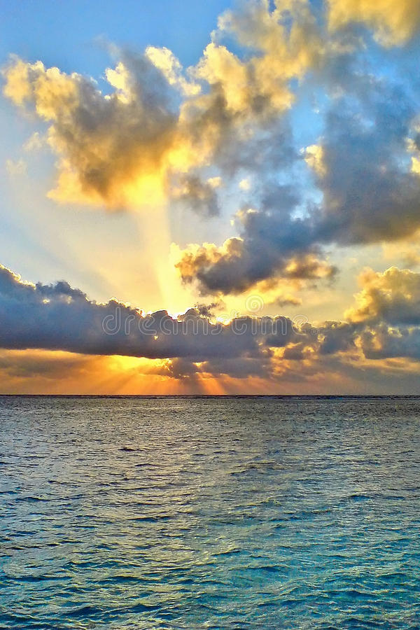 Soluppgång över Indiska oceanen royaltyfri fotografi