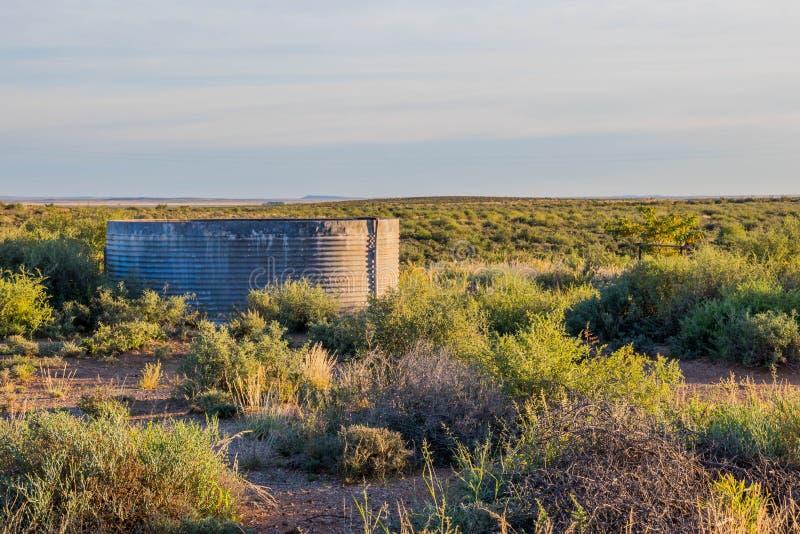 Soluppgång över karooen i Sydafrika arkivfoton