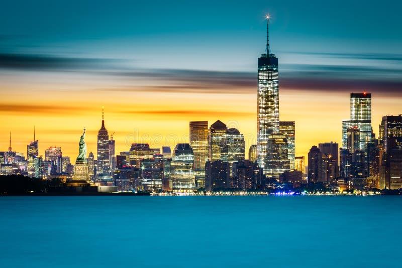Soluppgång över New York City arkivfoto