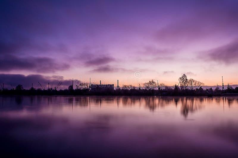 Soluppgång över Szczecinen royaltyfria foton