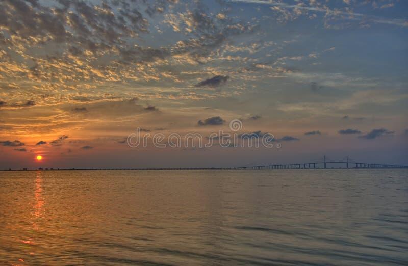 Soluppgång över Tampa Bay arkivbilder