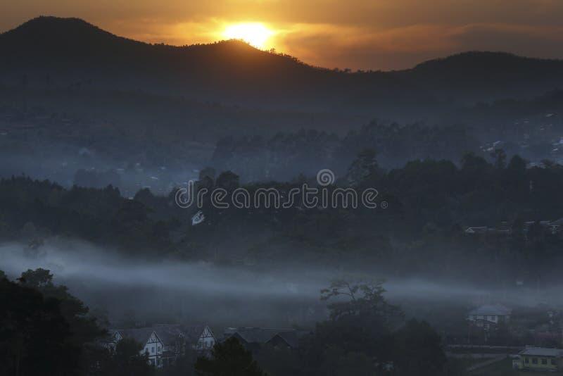 Soluppgång över Taunggyi - Shan State - Myanmar arkivbilder