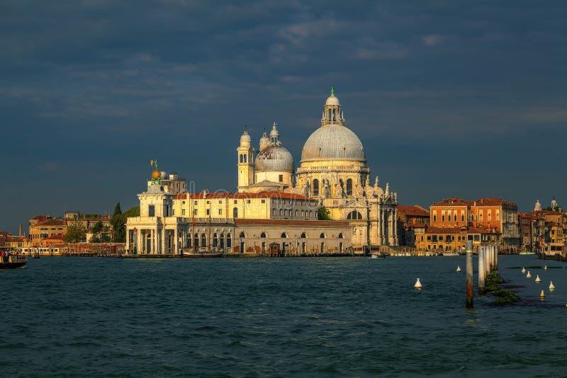 Soluppgång över Venedig. royaltyfri foto