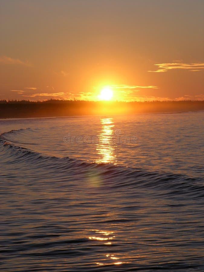 Download Soluppgång arkivfoto. Bild av wave, flotta, horisont, natur - 985272