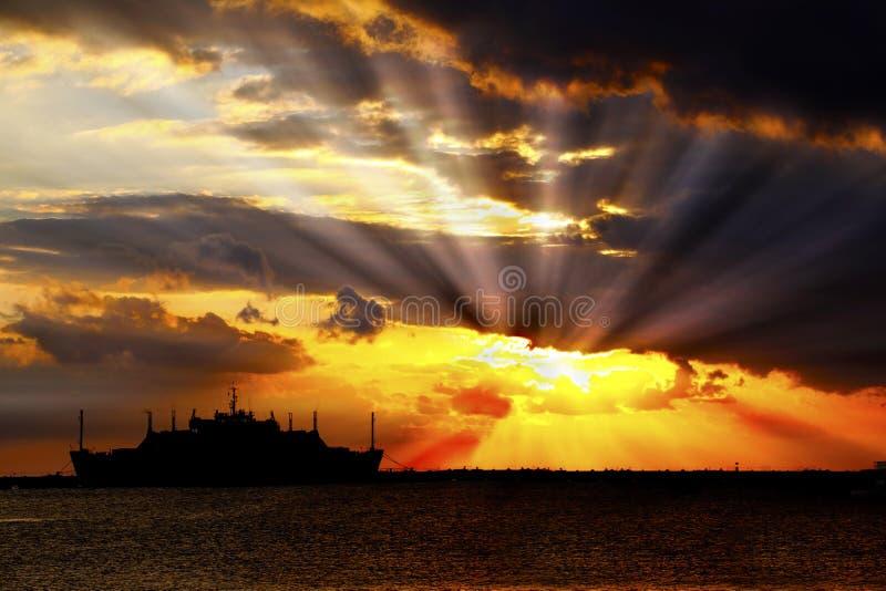 soluppgång för bristningsoklarhetssun royaltyfri bild