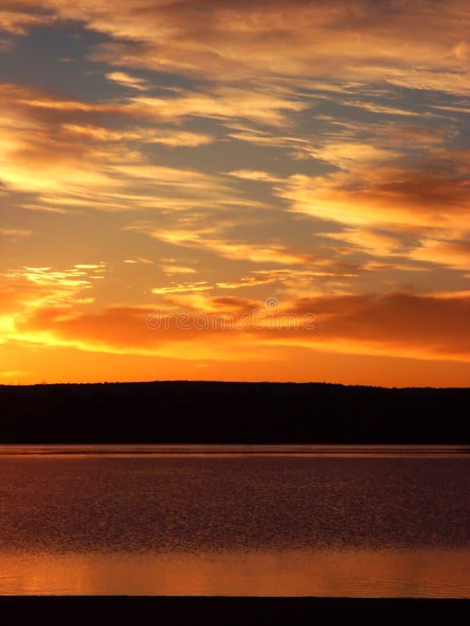 soluppgång för colorado lakekust arkivbild
