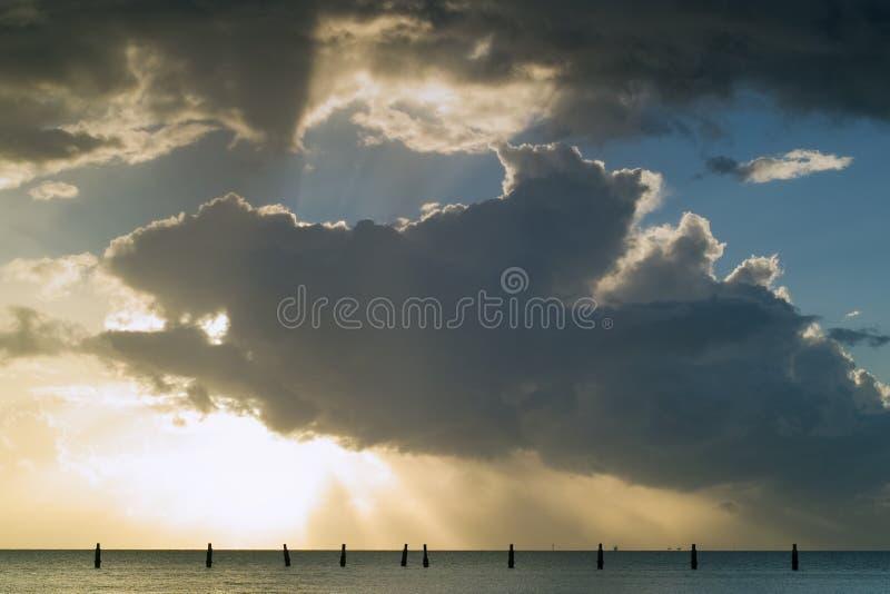 soluppgång för pirserieshorncliffe royaltyfri bild
