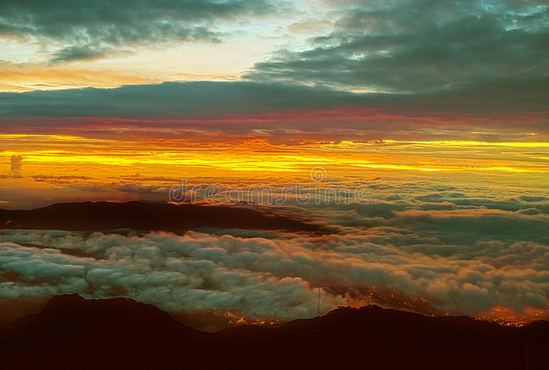 Soluppgång från vulkan Baru i Panama arkivbild