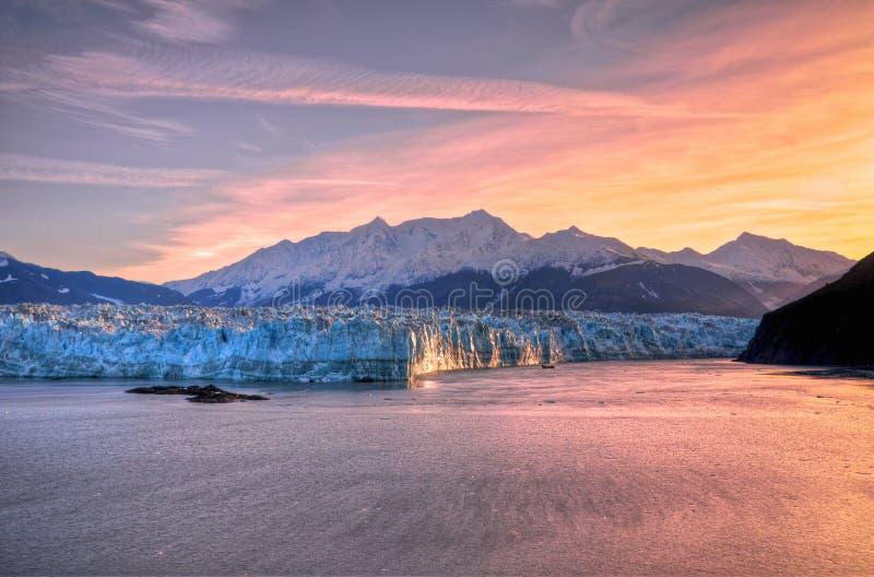 Soluppgång & Hubbard glaciär fotografering för bildbyråer