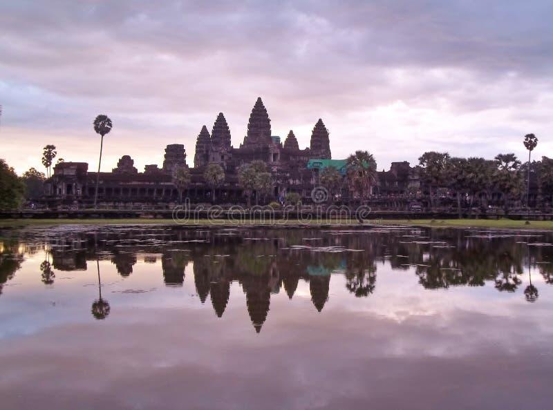Soluppgång i Angkor Wat Cambodia royaltyfria bilder